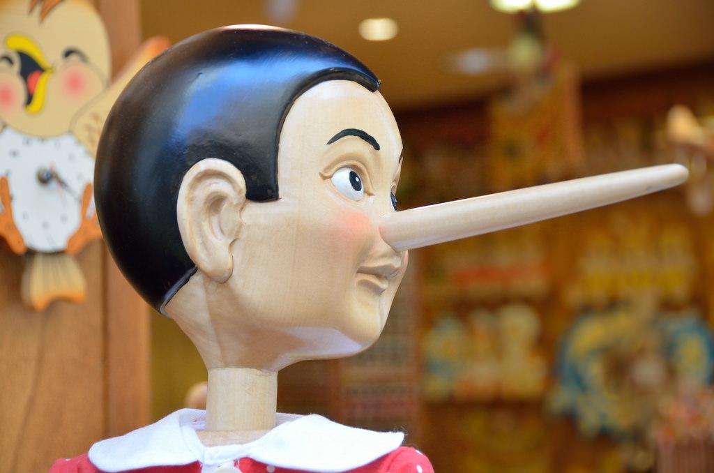 人が嘘をついている時の サイン10選